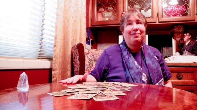 woman using tarot cards