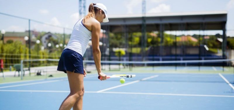 lady training tennis