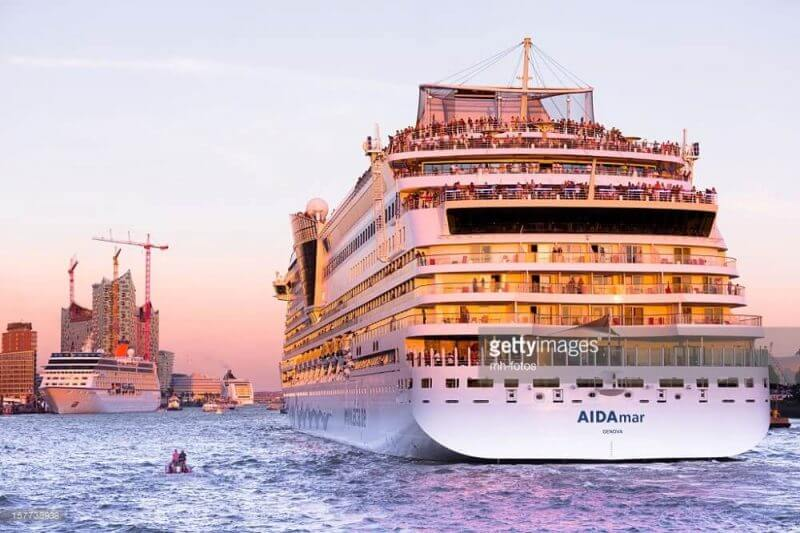 I LOVE HAMBURG: Cruise Days in the harbor of Hamburg – AIDAmar is entering the habrbour of Hamburg - Germany - Taken with Canon 5Dmk3