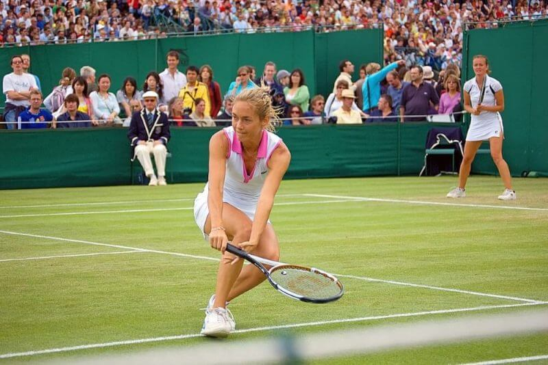 lady playing tennis