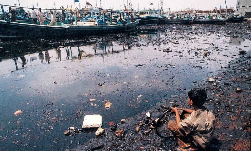 Boy-sitting-on-the-shore-of-karachi-fisheries-harbour