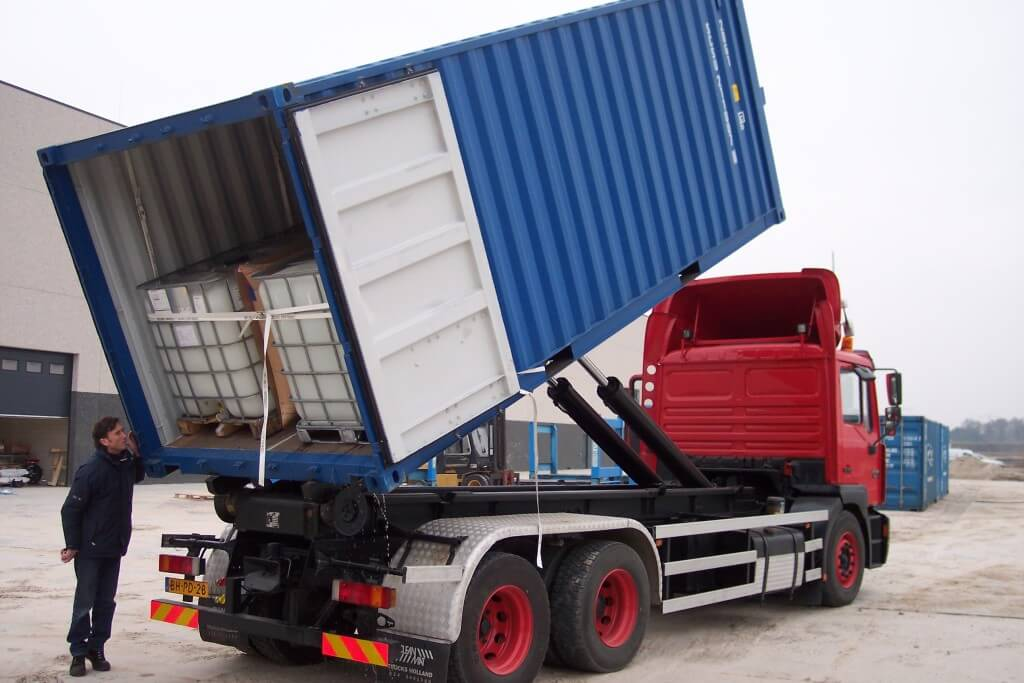 a truck off loading