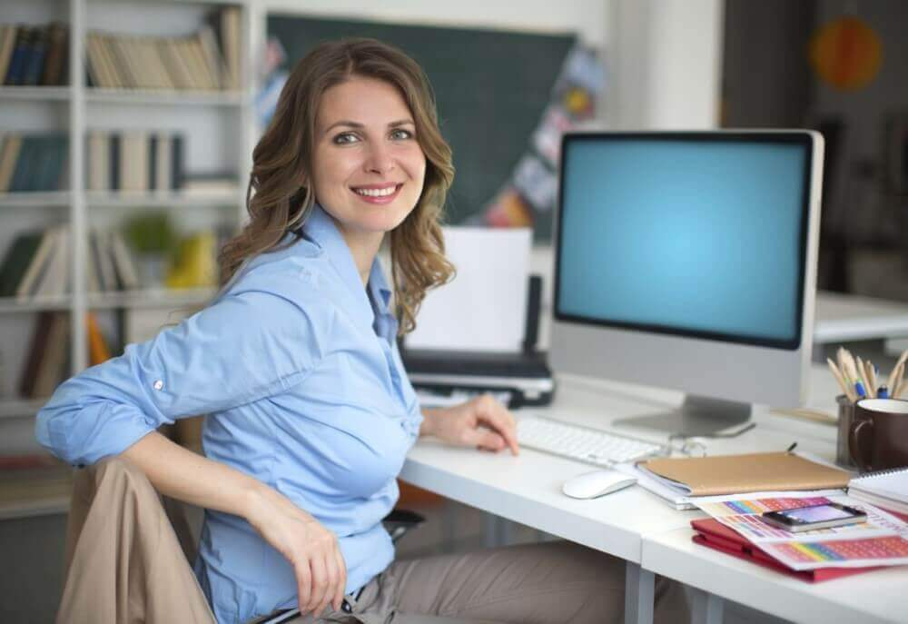 beautiful woman working on a desk