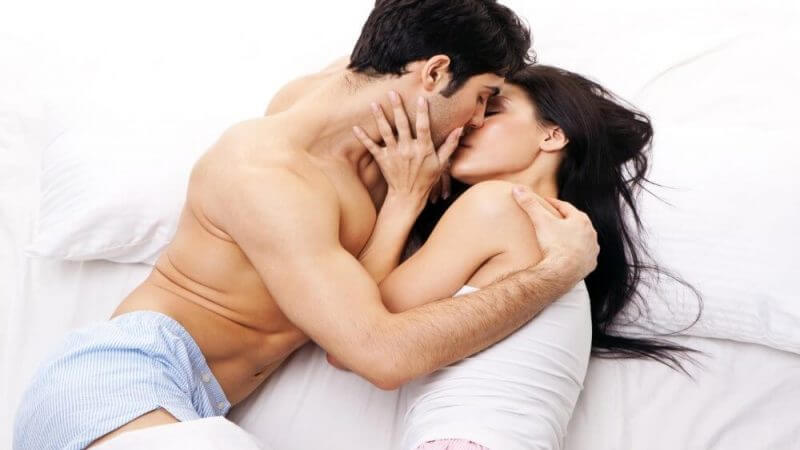Romance-of-romantic-couple-in-bed-room-59137204-1366x768