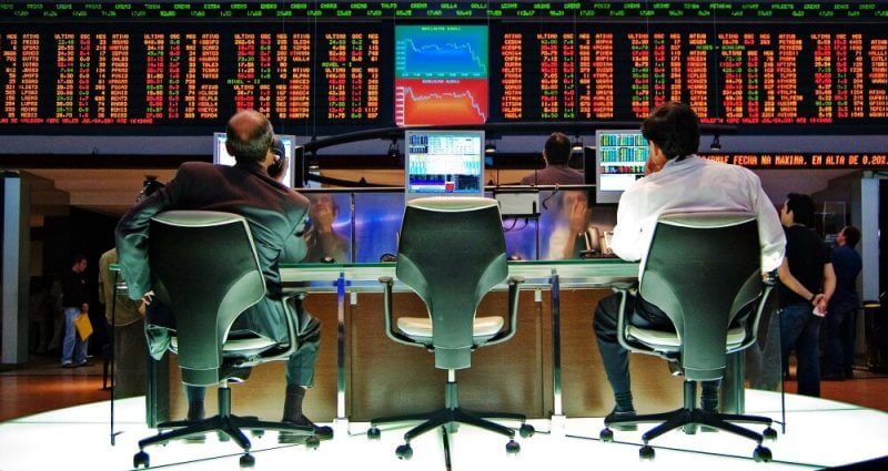 men behind forex trading screens