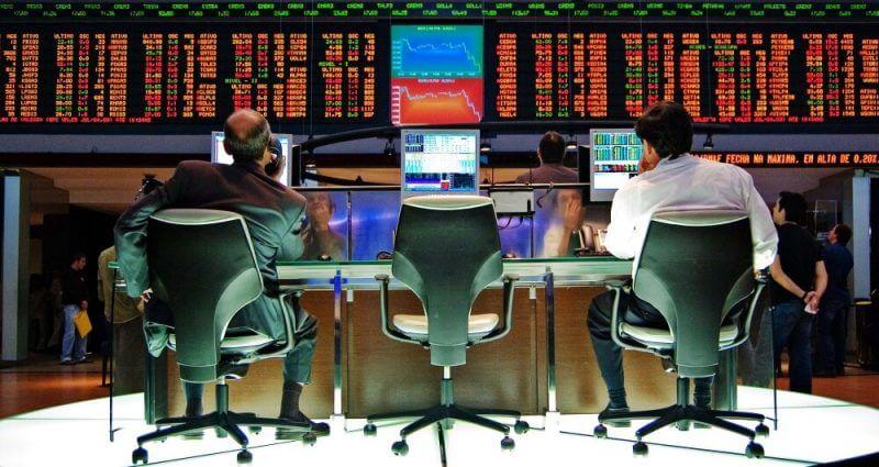 men behind forex trading screens
