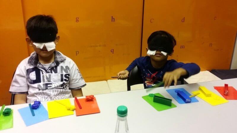 boys-arranging-colours