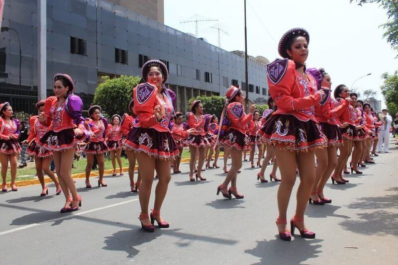women dance