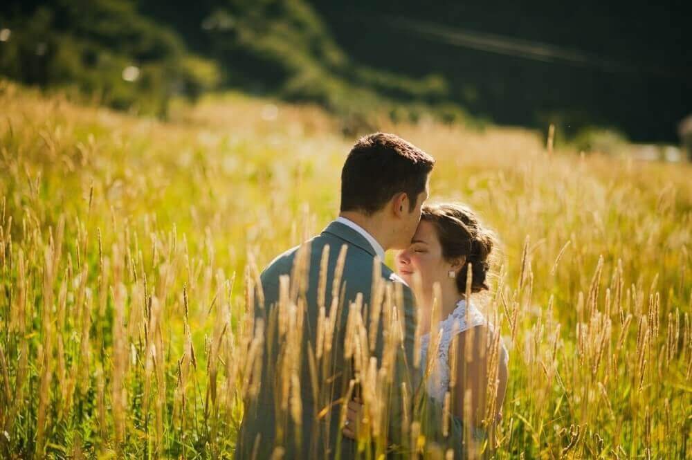 couples kissing in a farm