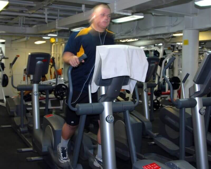 a man workin out in a gym