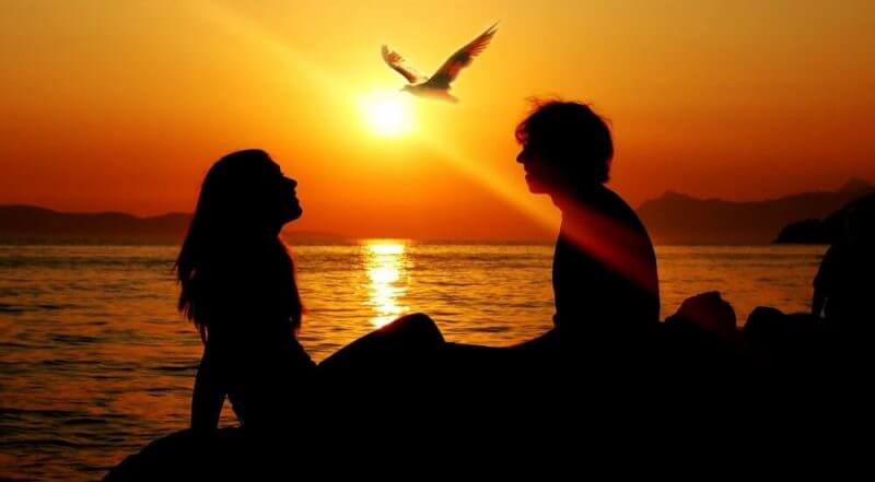 romantic_couple_sunset-wallpaper-2048x1152