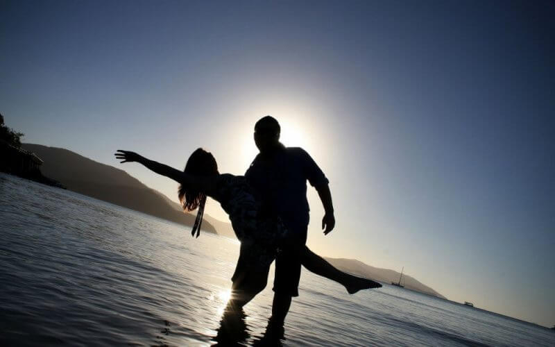 lovers in the beach