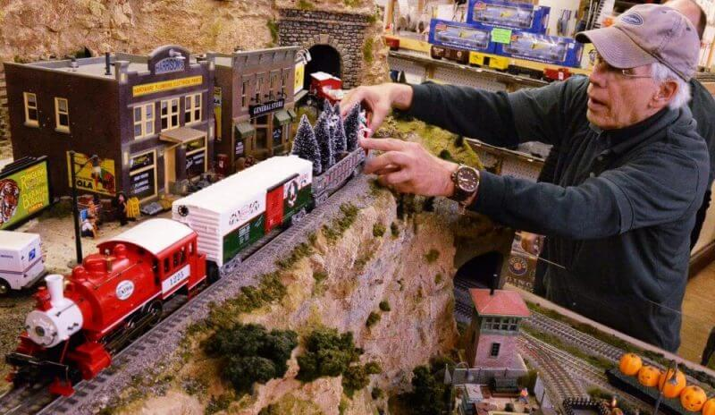 DCC Model Trains Handbook – Does It Really Work? – In-Depth Review